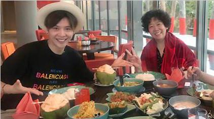 徐海乔带着父母去旅行   兼职摄影技术被称赞