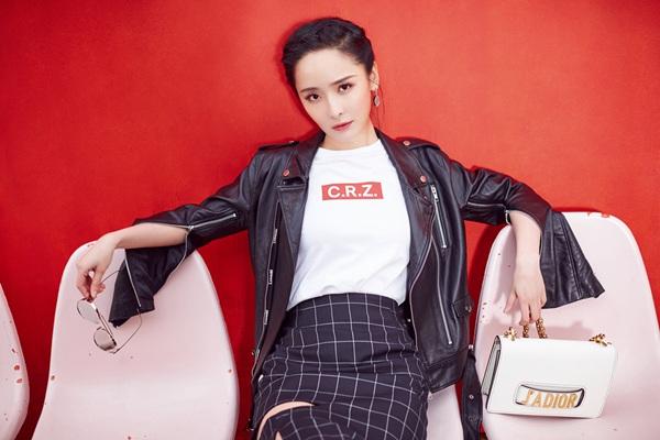 """李曼Cool Girl写真曝光展""""长腿杀"""" 攻气十足撩力全开"""
