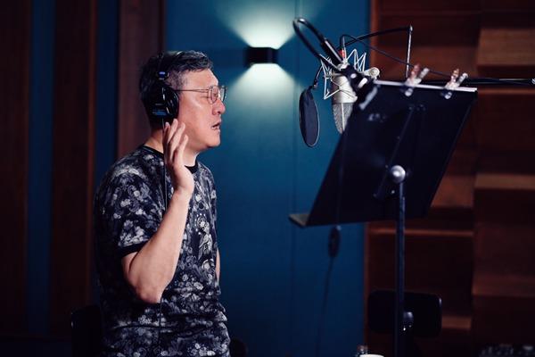 韩磊为江城而歌 《在此》唱出了气壮山河之势