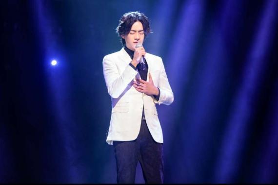 郑云龙不忘初心深情演唱《天边外》 告白最特别的人感动全场