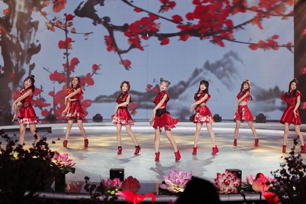 电子国风女团SING女团春节忙不停,经典曲目联唱助力广东卫视春晚
