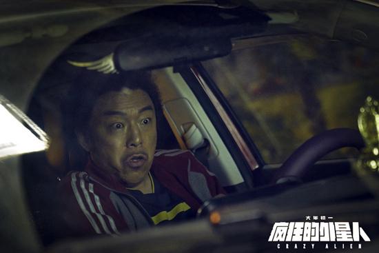 《疯狂的外星人》春节档首部预售破亿 红袍贺喜同庆中国年