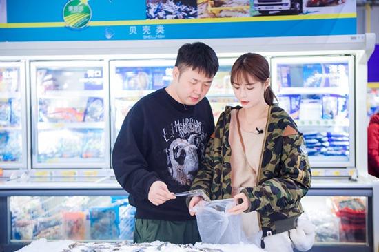 沈梦辰杜海涛携手逛超市 购买食材迎接准公婆