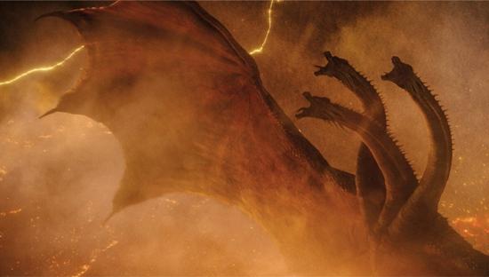 """《哥斯拉2:怪兽之王》(暂译)曝""""巨兽浩劫""""版预告 哥斯拉暴击基多拉全面开挂"""