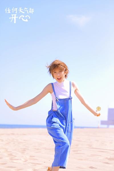 李凯馨《任何天气都开心》预售 首本个人写真图文集分享生活