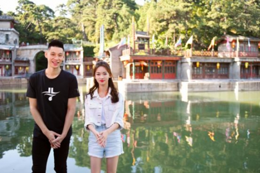 感受NBA的魅力,吴谨言与林书豪游览颐和园