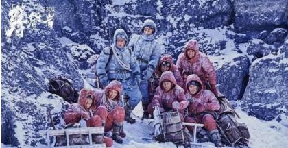 《攀登者》正式上映,班尼路邀你一起为吴京打call!
