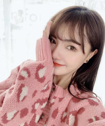 抖音主播韩国媳妇大璐璐在线送福利,吸引众多粉丝围观!