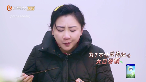 《婚前21天》何雯娜被婆婆劝吃肉致孕吐 向梁超哭诉