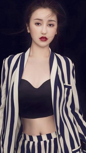 主播小晗晗抖音直播首秀,从林俊杰唱到周杰伦唱完你的整个青春