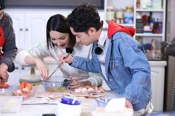 王祖蓝李亚男《亲爱的来吃饭》温情畅聊养儿方知父母恩