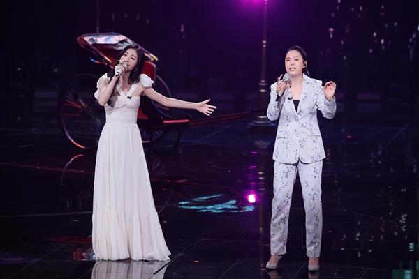黄绮珊加盟《我们的歌(第二季)》开嗓惊艳 超拼夜再现《等待》回忆杀
