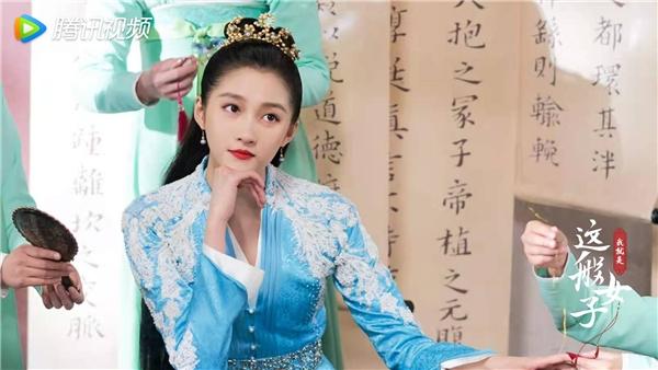 《我就是这般女子》曝CP特辑 关晓彤侯明昊碰撞蜜恋火花