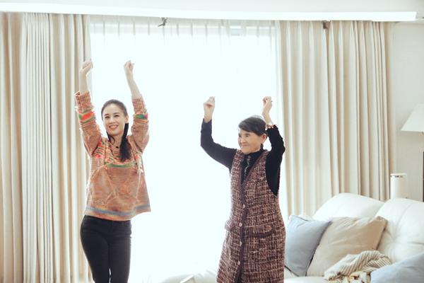 《婆婆和妈妈2》黄圣依教86岁婆婆跳女团舞 婆媳相处气氛融洽