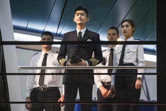 张翰《海洋之城》开播 转型邮轮大副演技获认可