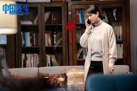 倪虹洁《中国医生》今日上映,战疫玫瑰展现大爱无私