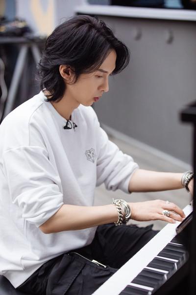 《披荆斩棘的哥哥》张淇钢琴弹唱魅力值拉满 张云龙排舞显肌肉线条